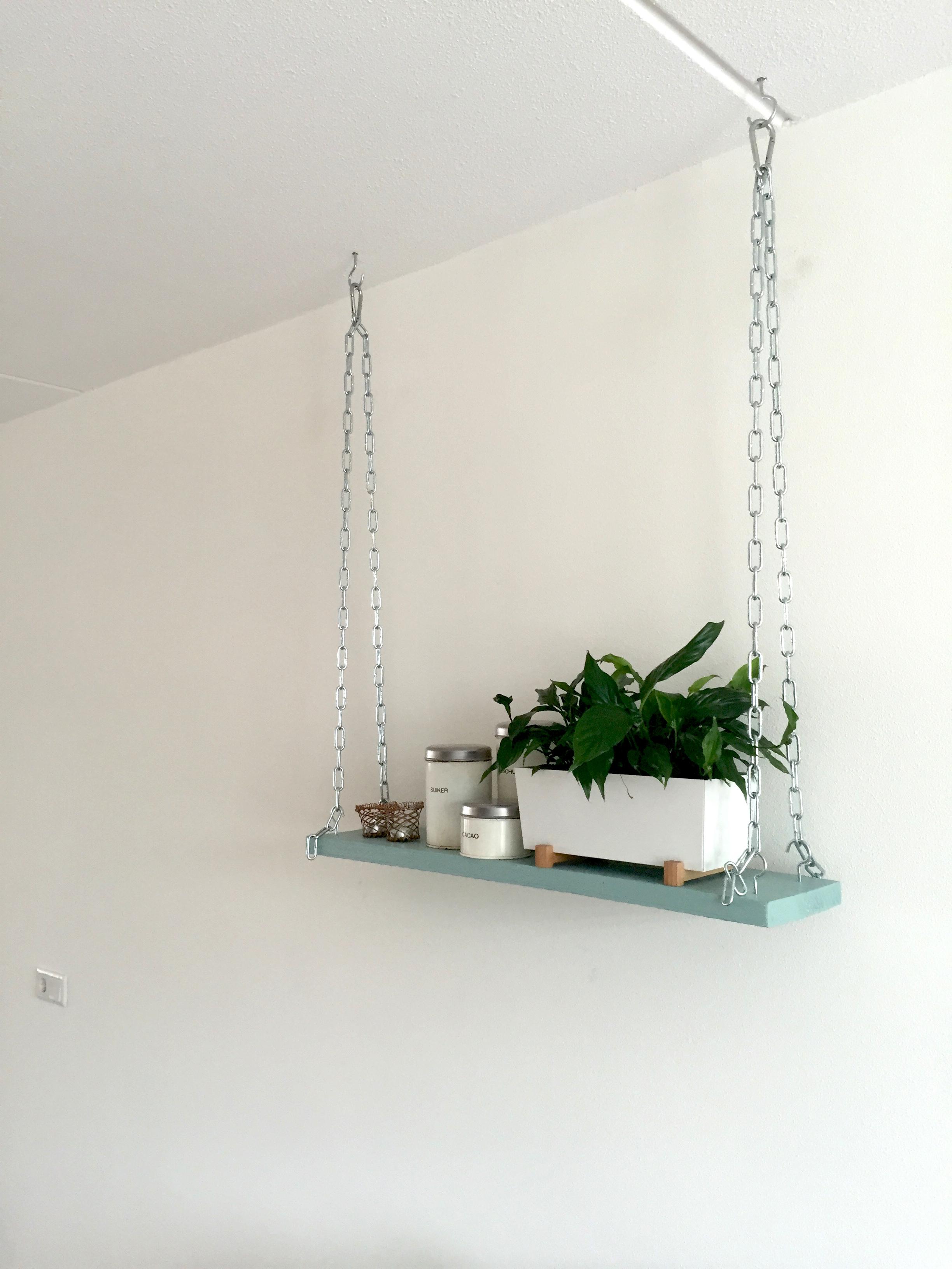 Plank Bevestigen Muur.Hangende Industriele Plank Aan Het Plafond Interieur By Cher